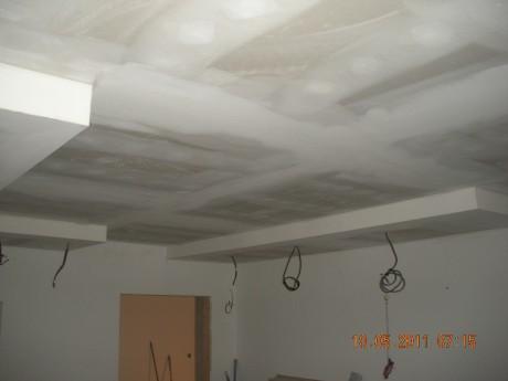 Snížení stropu sádrokartonem